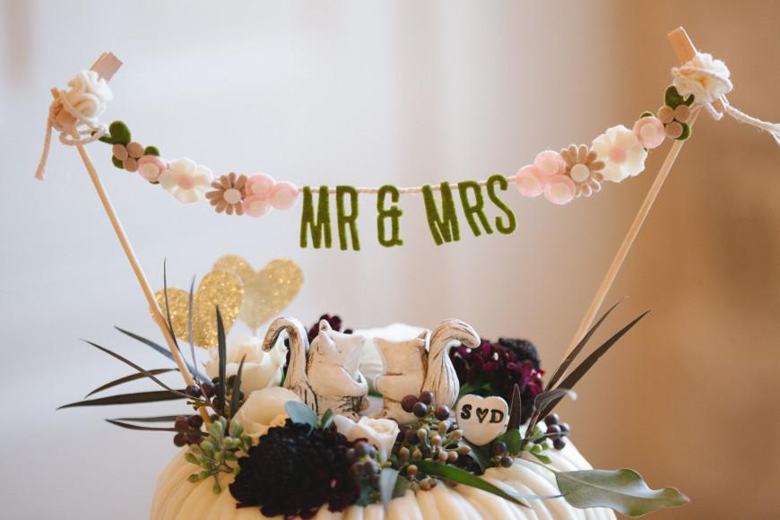 Nothing Bundt Mr and Mrs Wedding cakes